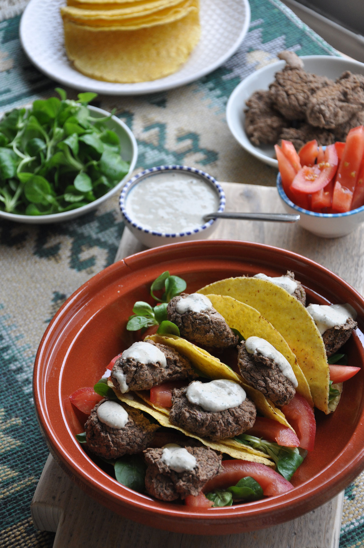 Zwarte Bonen Falafel Taco's met Tahin-Dille Dip