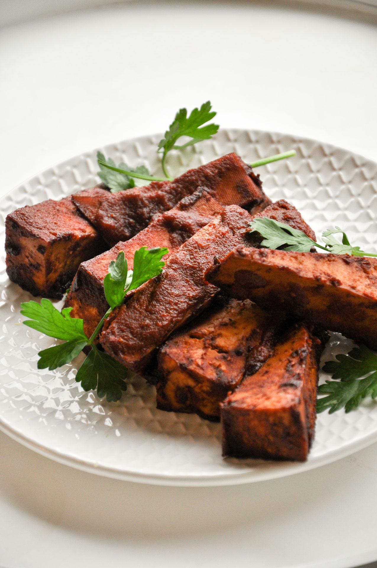 BBQ-Baked-Tofu-Strips met barbecuesaus