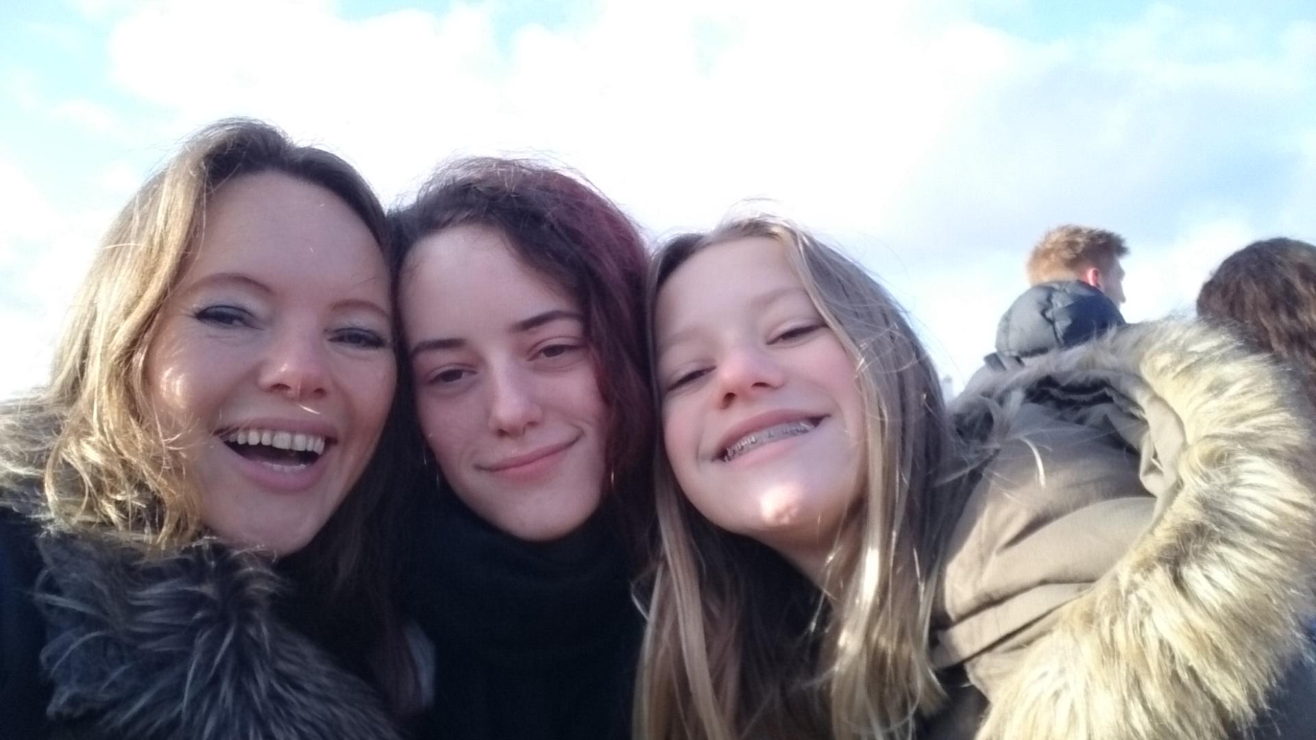 Jolanda met haar twee dochters