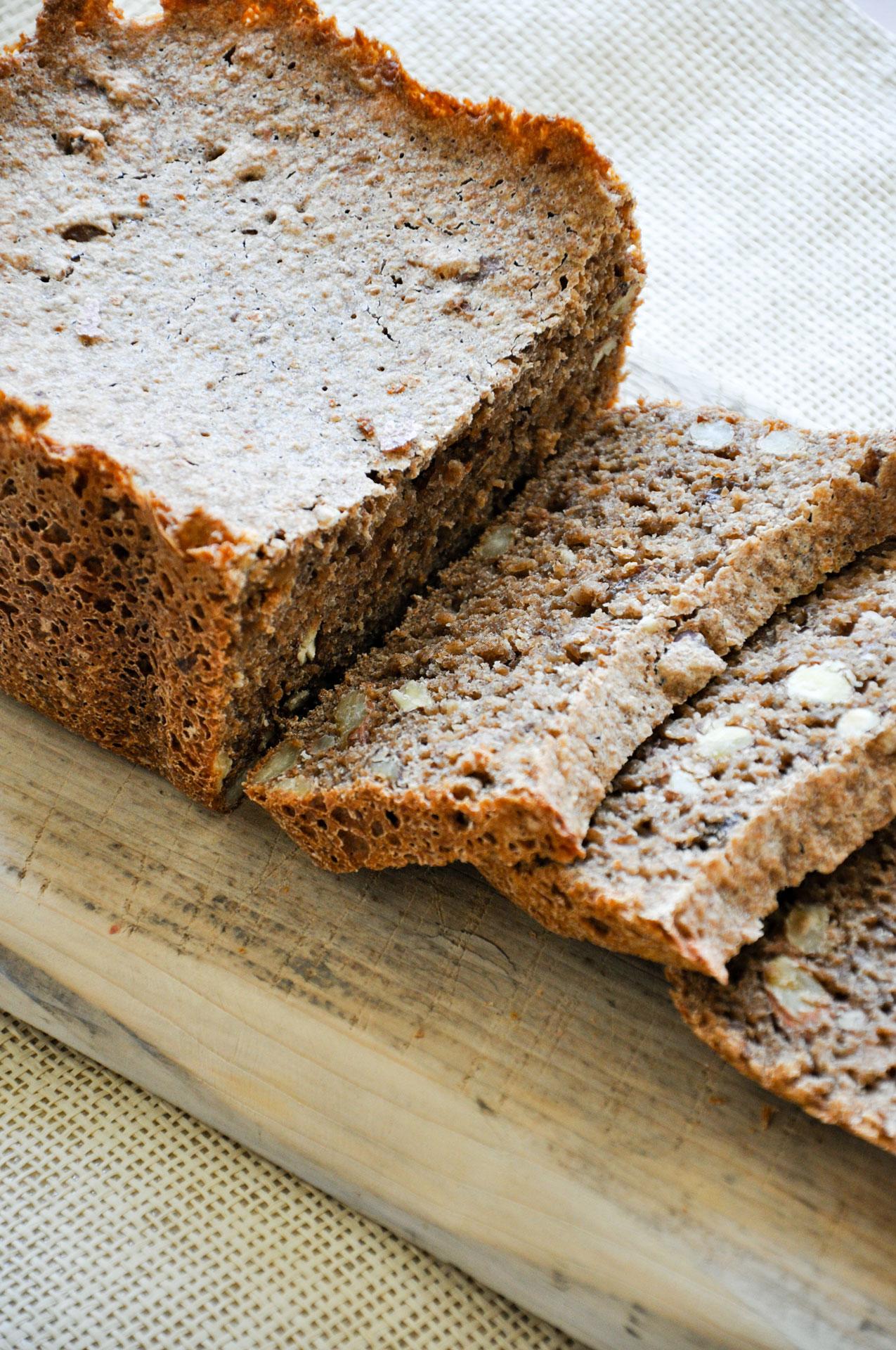 Volkoren-Noten-Rozijnen-Brood-6