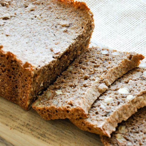 Volkoren-Noten-Rozijnen-Brood-vierkant