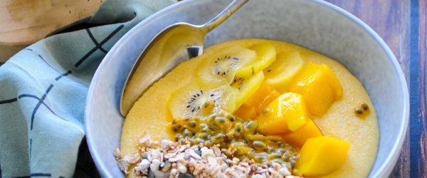 polenta met tropisch fruit